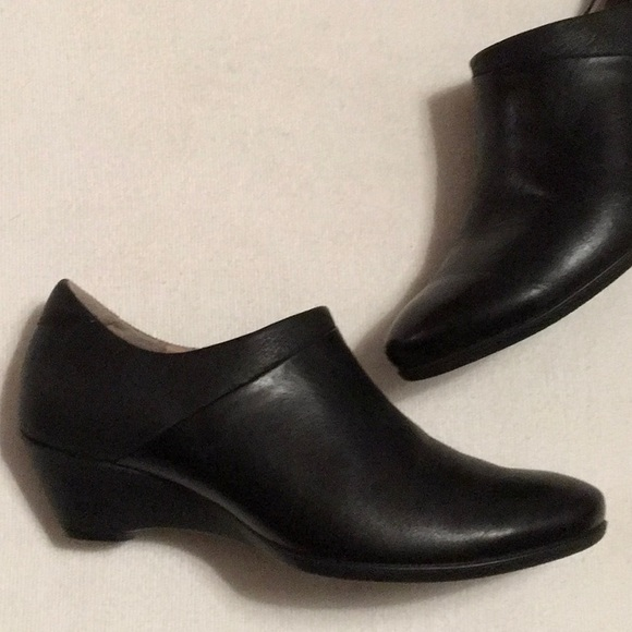cb02e09467f Ecco Shoes - Ecco Black Leather Wedge Booties sz 38